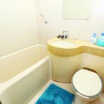 バストイレ付きのお部屋はユニットバスになります。