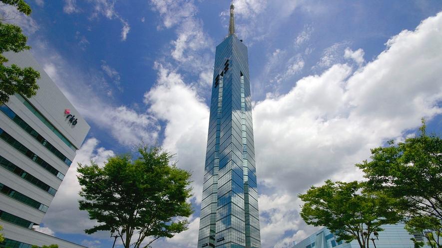 福岡タワー →車16分/バス31分 [写真提供:福岡市]