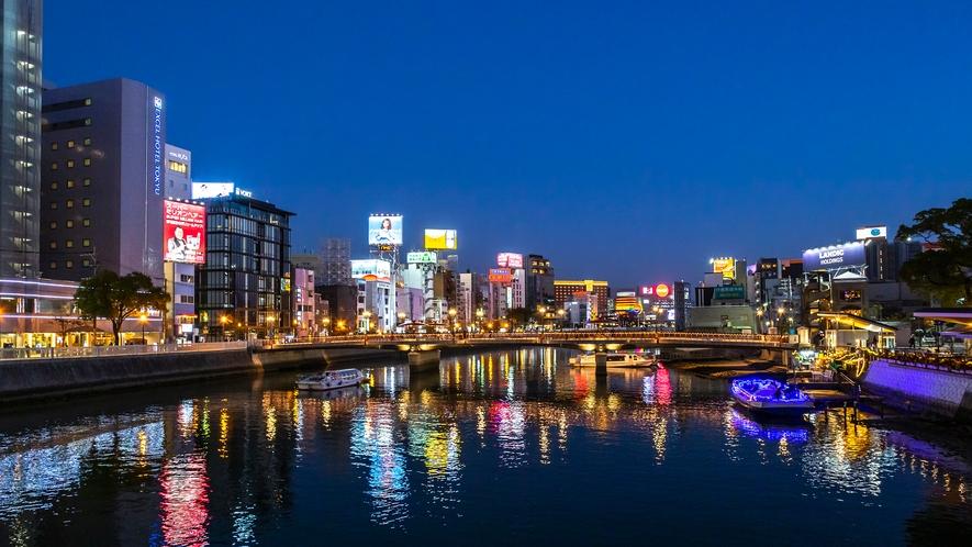 中洲の夜景 →徒歩12分 [写真提供:福岡県観光連盟]