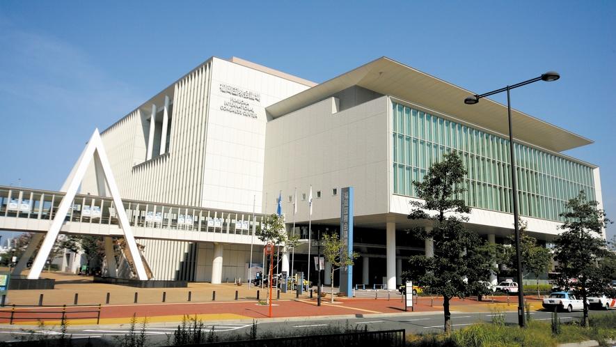 福岡国際会議場 →車8分/バス19分 [写真提供:福岡市]