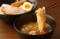 東京駅周辺にはつけ麺やの名店が軒を連ねます