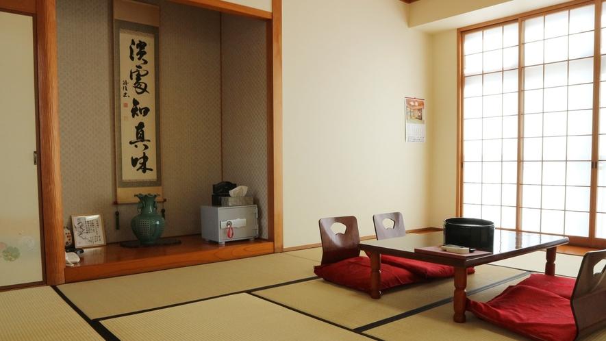 *部屋(本館)/本館は全室喫煙可能です。部屋アメニティも豊富にご用意。