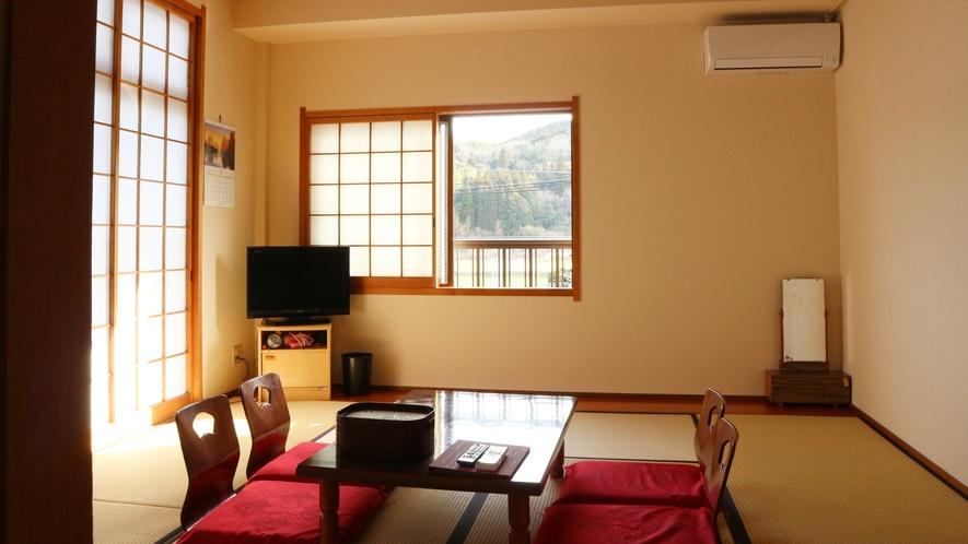 *部屋景観(本館)/温かみのある部屋から緑が感じられより一層落ち着く空間に。