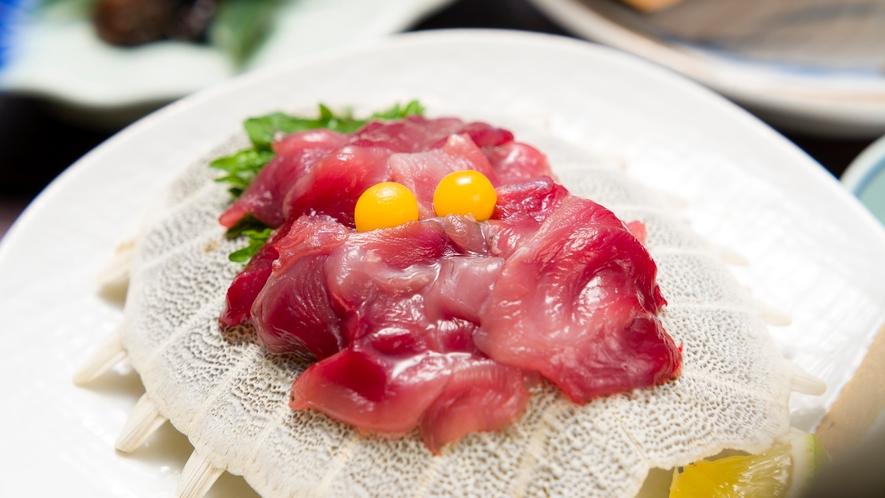 *夕食一例/すっぽんのお刺身。安心院のすっぽんは鮮度も抜群!臭みもなくクセのない上品な味です。