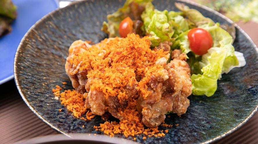 平日ランチ人気メニュー「鶏モモから揚げの香港風スパイシーパン粉」
