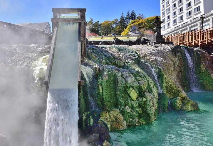 湯畑の湯滝