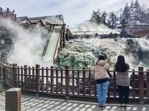 【湯畑】毎分4000リットルの温泉が湧き出ております。