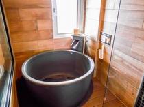 客室・半露天風呂(信楽焼き 陶器風呂)