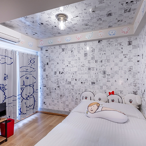 【パントビスコの部屋】パントビスコ氏の作品が壁一面に貼られています