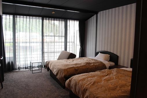 洋室【210号室】川側の落ち着いた雰囲気のお部屋です。