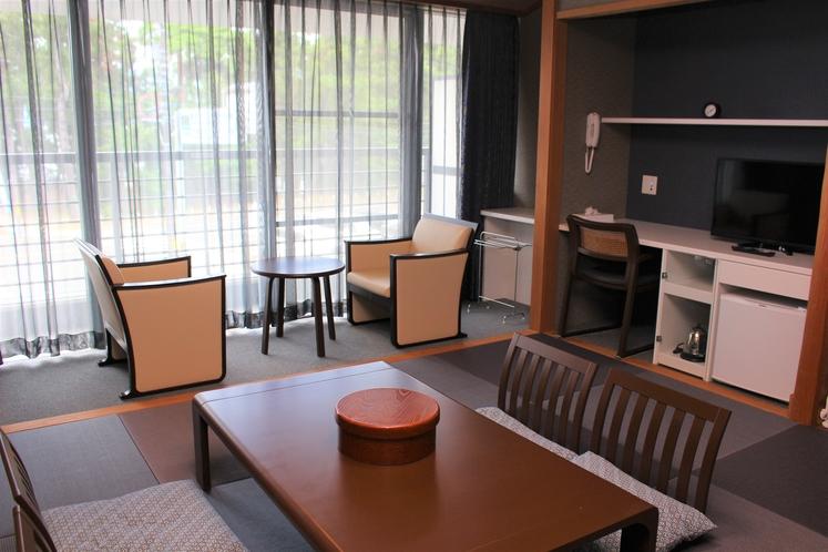 205号室 和室8畳 4名様就寝可能です。