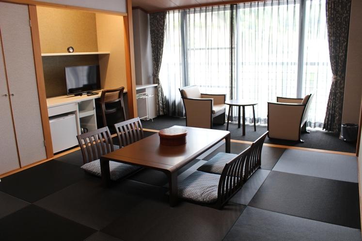 211号室 和室10畳5名様就寝可能です。