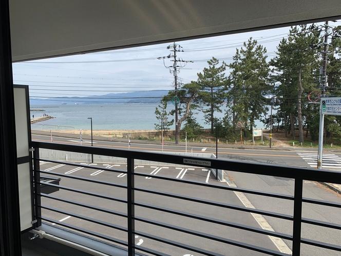海側のお部屋の風景です。201、202、203、205、206号室 敦賀大花火大会が見れます。