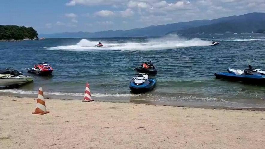 花城温泉ホテル花城前が水上バイク離発着場所になります。