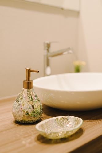 【洗面所】お洒落な洗面台♪ハンドソープ、歯ブラシがございます。