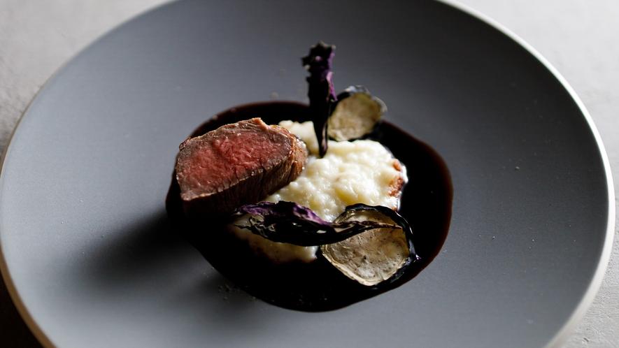 夕食 奄美の種牛で育った黒毛和牛のステーキ