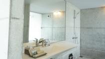 【スタンダードダブル】洗面所 各お部屋には拘りのアメニティを取り揃えています