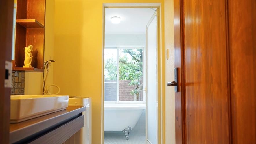 お風呂場と洗面台