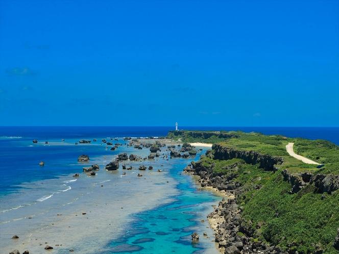東平安名崎(ひがしへんなざき)。半島の上からの眺望。宮古島の代表的な景勝地です。