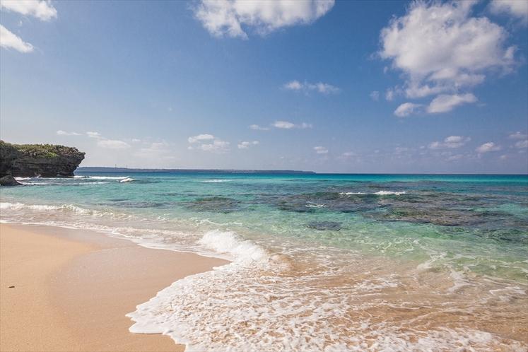 砂山ビーチ 美しいミヤコブルーの海が広がります