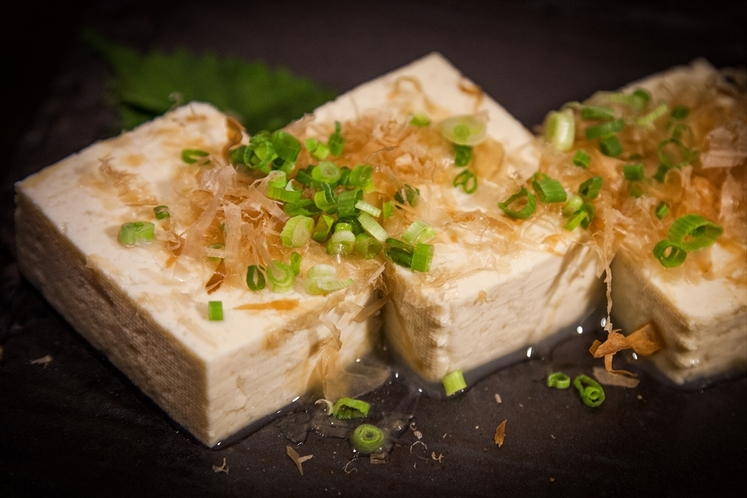 姉妹店「料理屋一刀」メニュー例:島豆腐の冷や奴