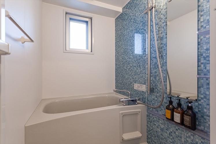 【バスルーム】身体洗い場があり、ご自宅のようにゆっくりご利用いただけます。