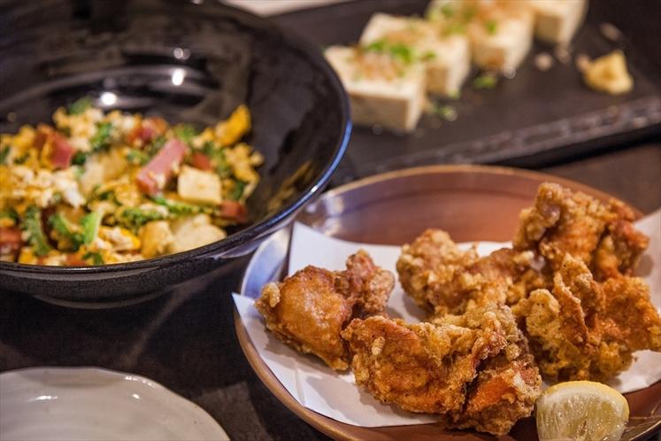 姉妹店「料理屋一刀」メニュー例:鳥の唐揚げ、ゴーヤチャンプルー、島豆腐奴