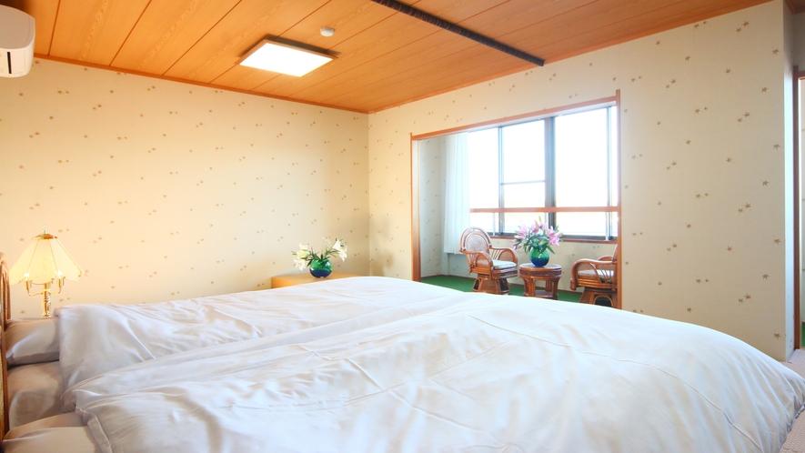 【和ベッドルーム】和室10畳のお部屋にベッドを設置した落ち着きのある空間に♪