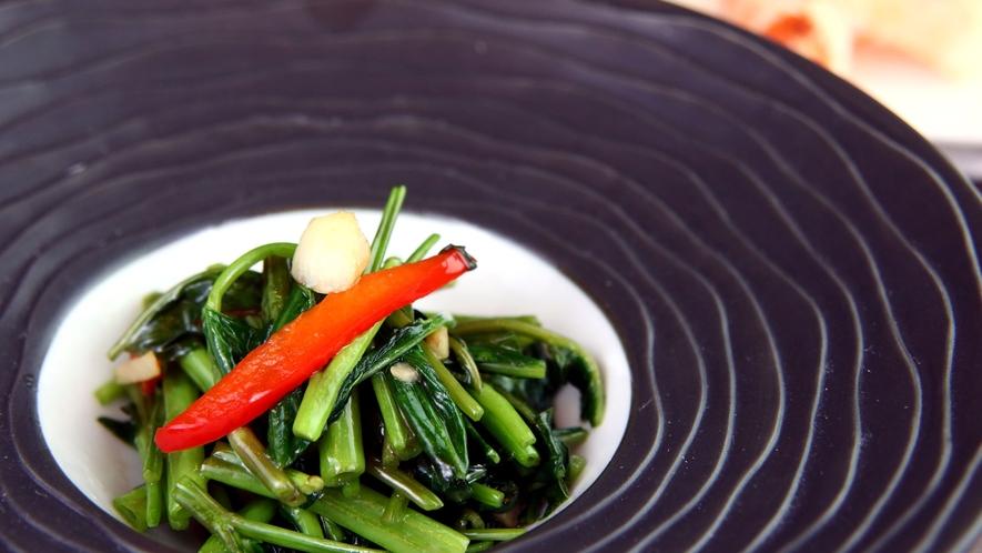 ◆季節の野菜炒め◆青菜をガーリックと炒めております