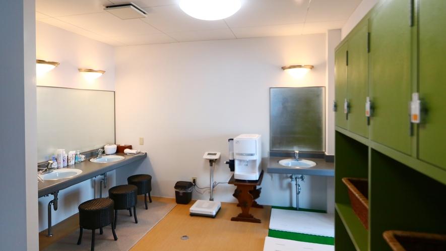 ◆大浴場更衣室◆広々としてお使いいただけます!
