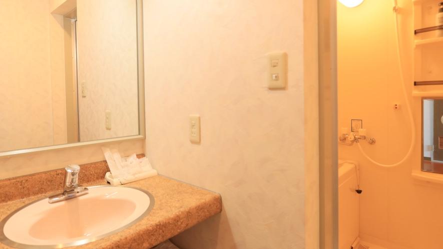【和室10畳+広緑】全室バス・ウォシュレット付トイレ・洗面所を完備