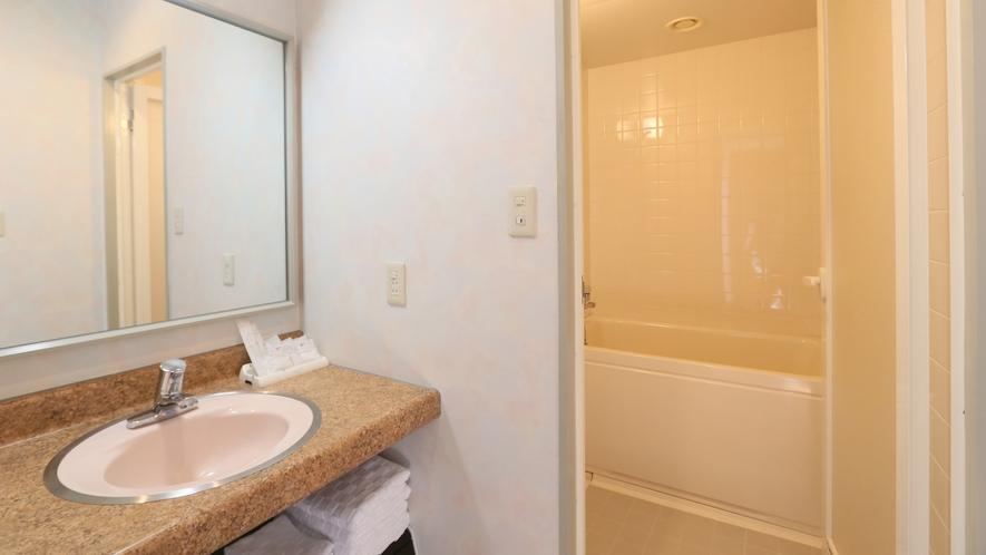 【和洋室】全室バス・ウォシュレット付トイレ・洗面所を完備