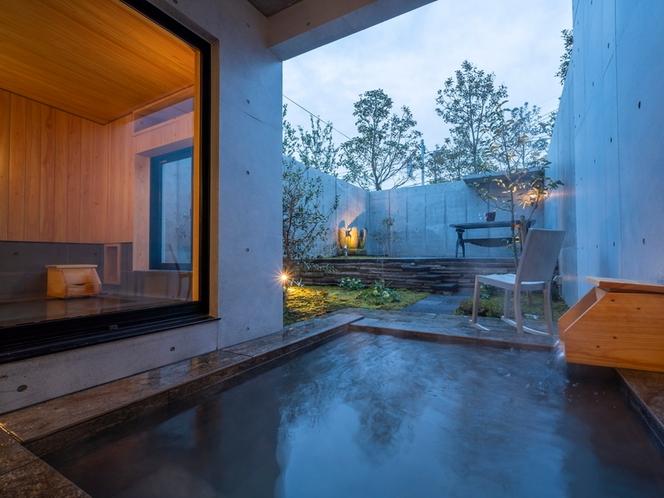 客室/2つの浴槽で温泉をお楽しみいただけます