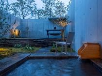 客室/開放感あふれる露天風呂