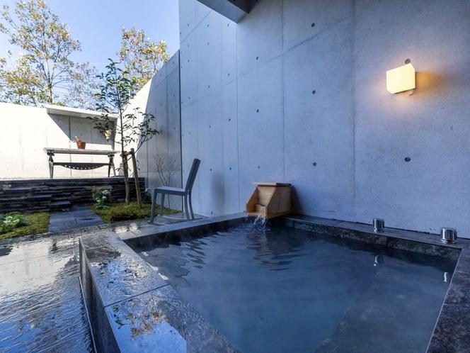 客室/全室源泉かけ流し温泉露天風呂付き