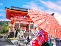 【八坂神社】「祇園さん」と親しまれる開運や縁結びのパワースポット〈東西線で約22分〉