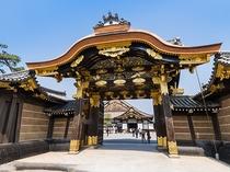 【二条城】1603年に徳川家康が築城し、現在では世界文化遺産として登録されている〈徒歩で約10分〉