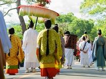 【 葵祭 】平安貴族の装束を身にまとった人々の行列はまさに王朝絵巻さながら〈5月開催〉