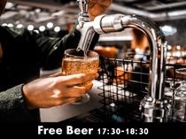 毎日17時30分から18時30分はバーでビールを無料提供!