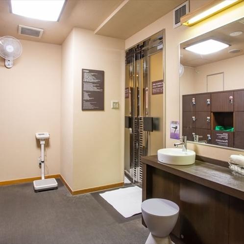 男性専用大浴場/脱衣所(ご利用時間/17:00〜23:00、5:00〜9:00)