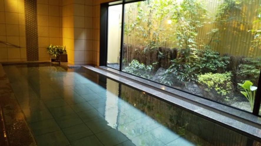女性浴場   疲れた身体を温めるには、大きな足を伸ばしてゆっくり浸かれるお風呂ですね♪
