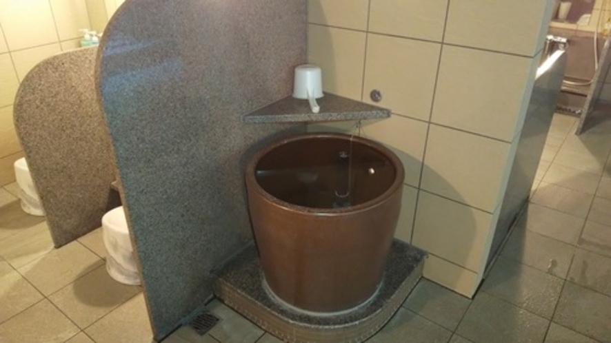 壺湯(掛け湯)   入浴前に身体を湯に慣らすことで、よりリラックスできる!・・・とか♪