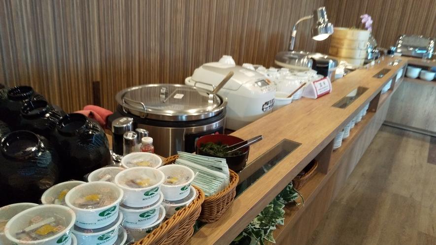 品数満点の朝食バイキング♪ メインのおかずはもちろん、ごはんのお供も品数豊富にご用意しております。