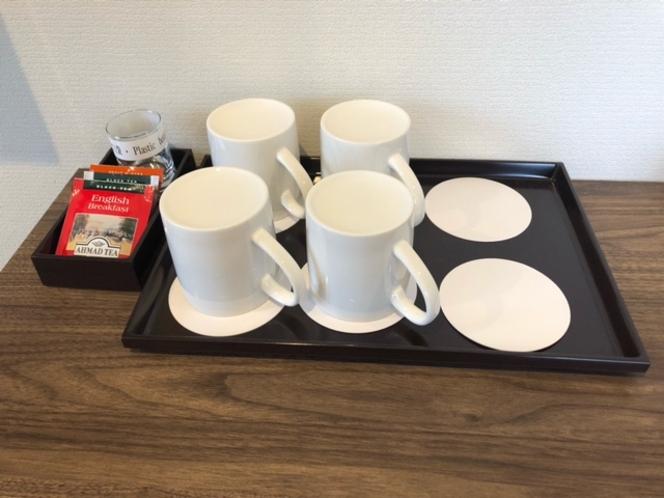 紅茶とカップ
