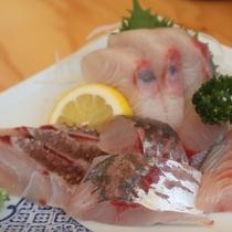 地魚のお刺身(一人前1300円)