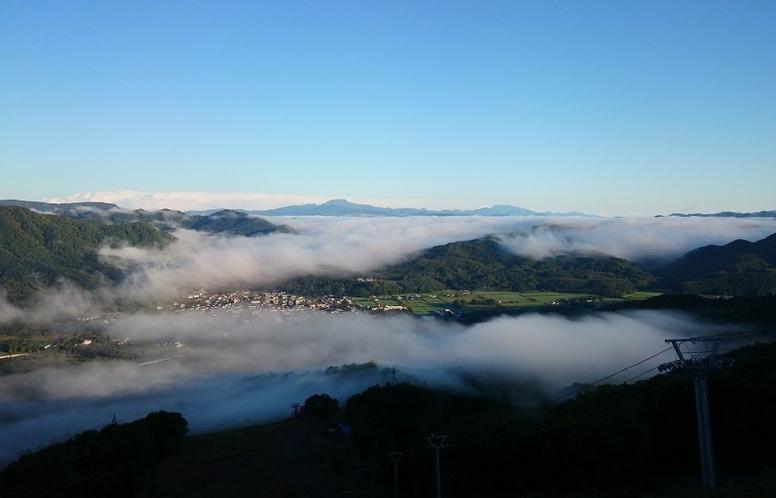 北日高岳の雲海(富岡地区)