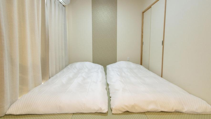 和室にベッドを敷いて4名様までご案内可能です♪