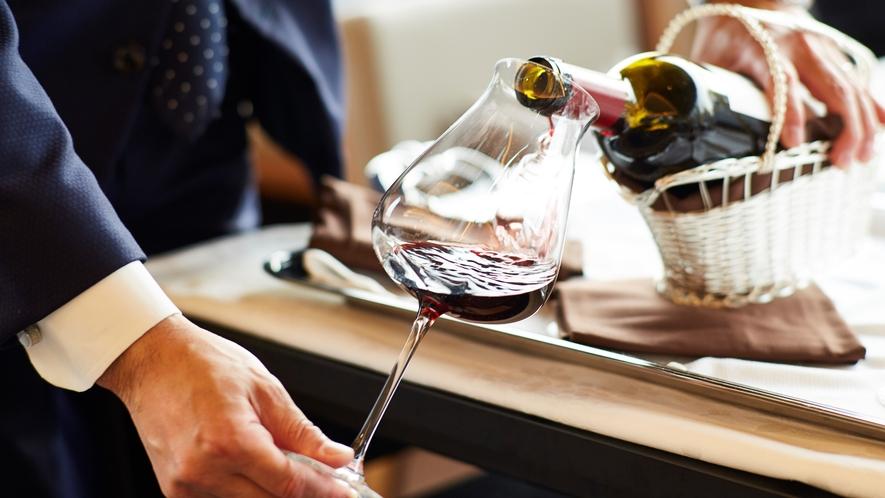 お食事中のお飲物はアルコール飲料(40種)も含め飲み放題※一部例外あり