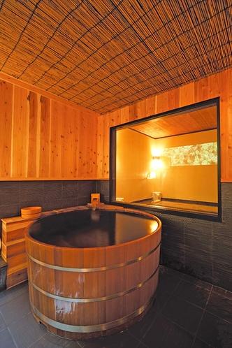 【117・118号室】岩盤浴の隣にみんなで入れる大きな専用檜風呂付