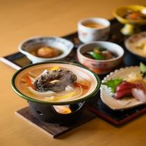 【夕食】当館隣にあるいけす円座の「鮑踊り焼き付料理一例」